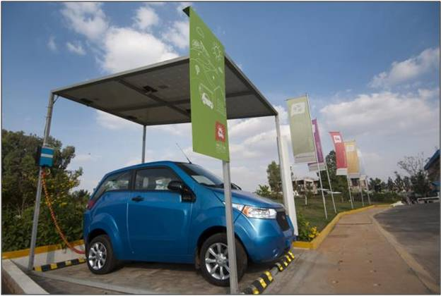 Mahindra Reva E2O charging from 4 solar panels